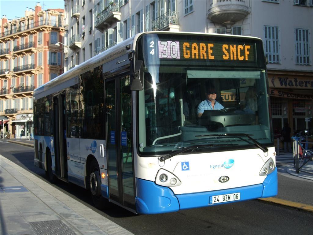 Heuliez_GX_127_sur_le_réseau_Ligne_d'azur