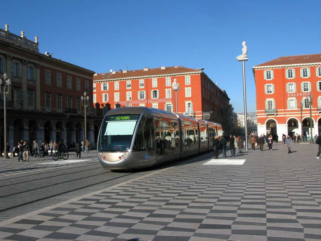 Nice-transport-9-Tram-velo - copie